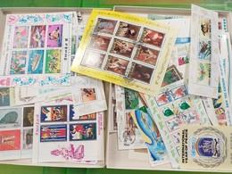 LOT N° E 146   MONDE   Un Lot De 160 Blocs Feuillets Obliteres - Stamps