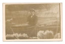 CARTE PHOTO  MONTAGE DE FOIRE - HOMME SUR UN BATEAU -Jean Jaurès - FOIRE DE LA SAINT NICOLAS 1928 - - Photographie