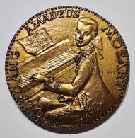 MEDAILLE W. AMADEUS MOZART Par JOLY. MUSIQUE. 179 Gr. MUSIC. FRENCH ART MEDAL. - Professionali / Di Società