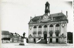 76 .21042 .  Yvetot . L Hotel De Ville Et Le Monument .vue Generale . Cpsm . - Yvetot
