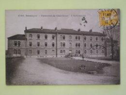 BESANCON (25/Doubs) - Infirmerie Casernes De Charmont - Voiture Infirmerie Militaire Devant Batiment - Besancon
