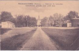 86 - LES TROIS MOUTIERS - Le Château De La Mothe Champdeniers CHANDENIERS - MOTTE CHAMPDENIER - GRANDE COUR  COTE SUD - Les Trois Moutiers
