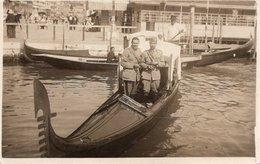 CT-03300- FOTO CARTOLINA - MILITARI ITALIANI IN VISITA A VENEZIA ANNO 1942 - Guerra, Militari