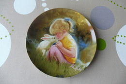 Z2 , BEAUTIFUL DECORATIVE PLATE , Painted By DANIEL ZOLAN , TENDER MOMENTS - Céramiques