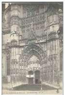 Cpa 60 Beauvais , Ww1 , La Cathédrale Abritant Des Blessés , Drapeau Croix Rouge Sur Fronton  , Non écrite - Beauvais