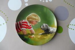 Z4 , BEAUTIFUL DECORATIVE PLATE , Painted By DANIEL ZOLAN , MAKING FRIENDS - Ceramics & Pottery