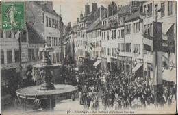 BESANCON:  Rue Ballant Et Fontaine Bacchus - Rues Pavoisées , Défilé Avec Fanfare(1907 ) - Besancon