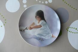 Z5 , BEAUTIFUL DECORATIVE PLATE , Painted By DANIEL ZOLAN , TENDER BEGINNING - Ceramics & Pottery