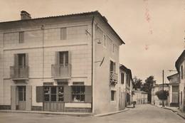 SAINT GERMAIN DU PUCH  -  33  -  Le Centre Du Bourg  -  Magasin Epicerie - Mercerie - Bonneterie - Autres Communes