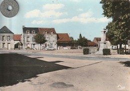 86 - Carte Postale Semi Moderne Dentelée  De  MONTHOIRON   La Place - France