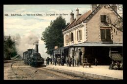 15 - VIC-SUR-CERE - TRAIN EN GARE DE CHEMIN DE FER - CARTE COLORISEE - France