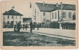 SAINT PIERRE ET MIQUELON - PLACE DU GOUVERNEMENT UNE PRISE D ARMES - Saint-Pierre-et-Miquelon