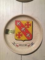 Coupelle En Longwy Décoré à La Main Pour La Ville De Boulay, Armoiries De La Ville (140mm) En 1985 - Longwy (FRA)