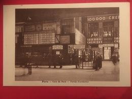 La Gare Du Nord , Trains Attendus Et Quai Des Voyageurs Arrivée Avec Sortie 4 Sur Métro - Norda Stacidomo ( Esperento ) - District 10