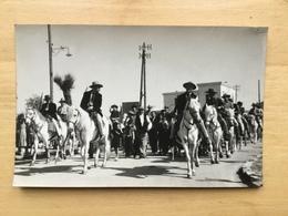 13 SAINTES MARIES DE LA MER CARTE PHOTO GEORGE ARLESIENNE ARLESIENNES GARDIANS ARLES GARDIAN CAMARGUE - Autres Communes