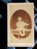 Photo CDV  Guillon à Issoudun  Jeune Enfant Assis  Adulte Caché Derrière  CA 1870-75 - L481H - Photographs