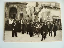 POLIZIA URBANA  POSA CORONA SUL CARTELLO 1962  FOTO  VINCENZO OGGIANO   VIA S. LORENZO ORIA  15   X  10,5  Cm CIRCA - Lugares