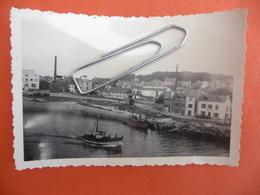 """NAVIRE  BATEAU Photo Originale - Photo Datée 1956 Situé Situation """" Vue Prise De La Ville Close à Concarneau - Plaatsen"""