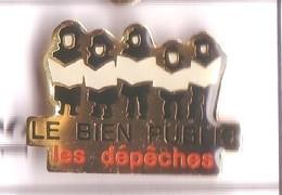 U15 Pin's Journal Presse Média Chorale Les Dépêches Le Bien Public Quotidien Région Côte-d'Or Dijon Achat Immédiat - Médias