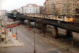 Photo Couleur Originale Entre Train, Tramway & Métro, Tout Est Histoire De Rails & De Déplacements Vers 1980 - Treinen