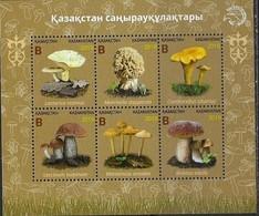 KAZAKHSTAN, 2019, MNH ,MUSHROOMS,   SHEETLET - Paddestoelen