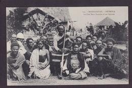 CPA Madagascar Afrique BETROKA Non Circulé Le Chef Bara Inapaka Et Ses Femmes - Madagascar