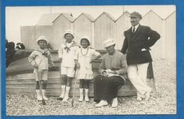 Carte Photo Pittoresque Une Famille En Costume Du Dimanche...lieu à Identifier Bord De Mer Vers Etretat ? - To Identify