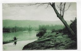 BEAULIEU EN DORDOGNE - N° 19 - LES RIVES DE LA DORDOGNE AVEC PERSONNAGE SUR BARQUE - CPA NON VOYAGEE - France