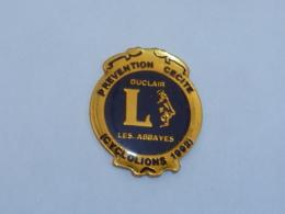 Pin's LIONS CLUB, PREVENTION CECITE - Associations