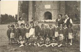 BERGUES (59) - Abbaye De Saint-Winoc - Carte-photo Avec Groupe Devant L'édifice - Bergues