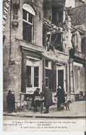 YPRES. CP  Un Petit Commerçant Qui Ne Craint Pas Les Bombes Au Dos Cachet 1er Régiment Des Fusiliers Marins - Belgique