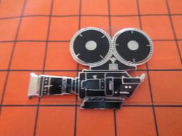 220 Pin's Pins / Beau Et Rare : Thème CINEMA / GRAND PIN'S CAMERA  35 MM Par DEMONS & MERVEILLES - Cinema