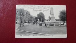 100 - CHERBOURG - Le Monument Aux Morts Et La Rue De L'Abbaye - Cherbourg