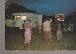 C. P. - PHOTO - AU GABON - CEANCE DE CINEMA EN BROUSSE - UN DIVERTISSEMENT AUTREFOIS TRES APPRECIE DANS LES VILLAGES - A - Gabon