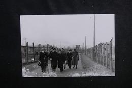 FRANCE - Photo De La Visite De Mr Scapini Dans Un Camp De Prisonniers En Allemagne -  L 51874 - Documentos