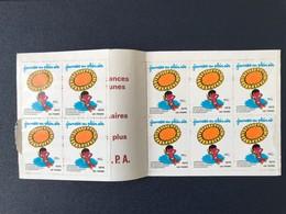 Timbres Jeunesse Au Plein Air 1976 Vacances Enfants œuvres Laïques - Erinnophilie