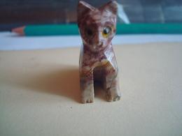 CHAT SCULPTE DANS UNE PIERRE  MARBRE Hauteur 3cm  Voir Nombreux Scannes - Katten