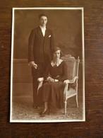 Oude Foto-  Kaart In Sepia -kleur Van KOPPEL Door OMER  D'HAESE  Kattestraat  AALST - Personnes Identifiées