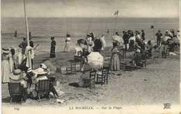 LA ROCHELLE Sur La Plage  Chaises Transat Belle Tenues ( Mais Pas De Bain!) RV - La Rochelle