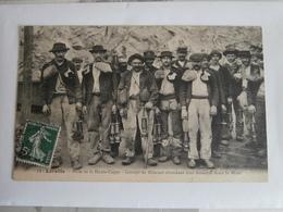 CPA De  LORETTE  :  Mine De La Haute Cappe -  Groupe De Mineurs Attendant Leur Descente Dans La Mine, N° 12 - France