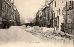 PONTARLIER LA GRANDE-RUE EN HIVER (PASSAGE DU TRAIN) - Pontarlier