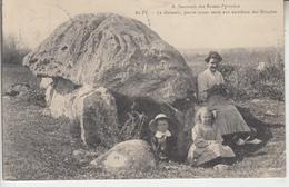 BUZY - Le Dolmen - Pierre Ayant Servi Aux Sacrifices Des Druides - Other Municipalities