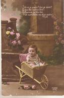 Enfant Dans Une Brouette - Escenas & Paisajes