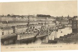 29 - BREST  -  L'Arsenal. Les Ateliers Et Les Bâtiments De L'ancien Bagne  53 - Brest