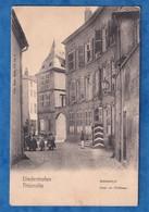 CPA De L'éditeur Nels - DIEDENHOFEN / THIONVILLE - Cour Du Château - Série 100 N° 6 - Garde Allemand - Thionville