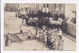 CARTE PHOTO 53 ANDOUILLE Fête Et Procession Datée Du 5 Juillet 1917 Num 2 - Other Municipalities