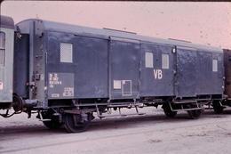 Photo Diapo Diapositive Train Loco Wagon Locomotive Fourgon SNCF VB Ex Bagages Voyageurs Len 1972 VOIR ZOOM - Dias