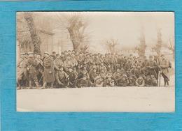 Carte Photo Militaire : A Cheval Lieutenant Besset Commandant La Compagnie, Situé à Romans. - Romans Sur Isere