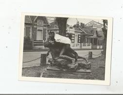 SOULAC SUR MER (GIRONDE) PHOTO AVEC ETUDIANT POITEVIN SUR STATUE DEVANT VILLAS QUO VADIS. LA PASTORALE ET HOTEL 1965 - Lieux