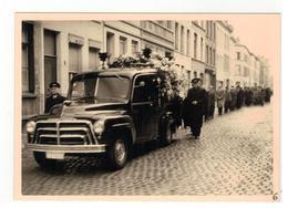 Begrafenis  Te Identificeren (Beveren?) 8 Foto's 15 X 10,5 Cm - Funérailles